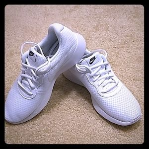 New Nike AllDay Everyday Comfort Sneakers Size 8.5